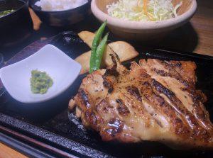 レストラン「まるも」様にてありたどりもも肉のステーキが新登場!